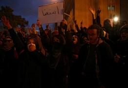 Cidades do Irã têm protestos contra o governo pelo 3º dia