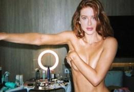 Marina Ruy Barbosa posa de topless em bastidores de campanha