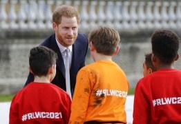 Príncipe Harry faz primeira aparição pública após anúncio de afastamento de funções reais