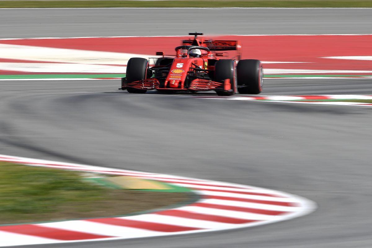 000 1PD46I - Vettel coloca Ferrari na frente e Hamilton tem problemas
