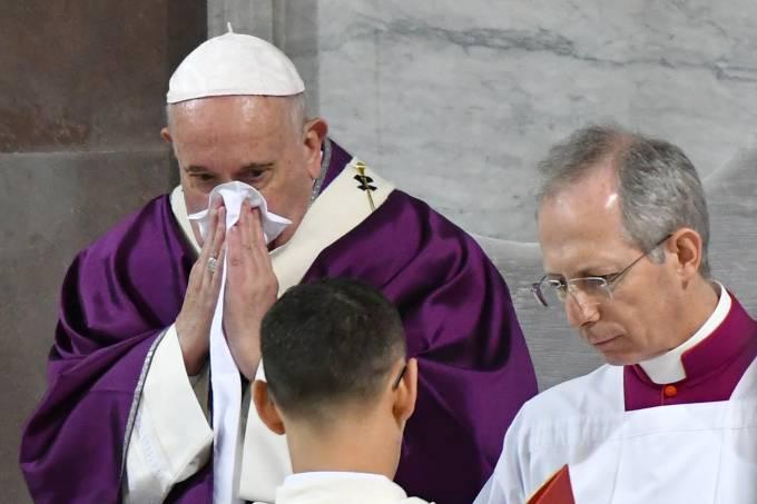000 1pc578 - 'LEVE RESFRIADO': Papa Francisco cancela missa por indisposição