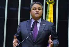 Efraim Filho assume liderança do Democratas na Câmara dos Deputados
