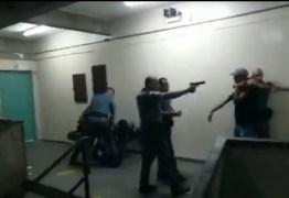PMs apontam arma e agridem alunos dentro de escola estadual – VEJA VÍDEO