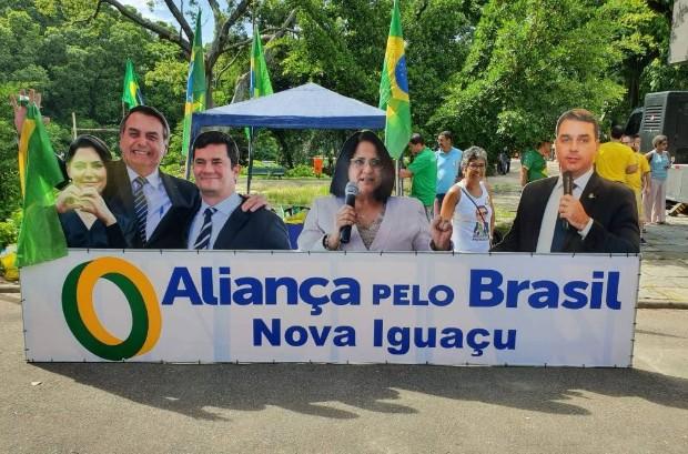 aliança - Partido de Bolsonaro usa foto de Moro em propaganda, mas ministro nega filiação