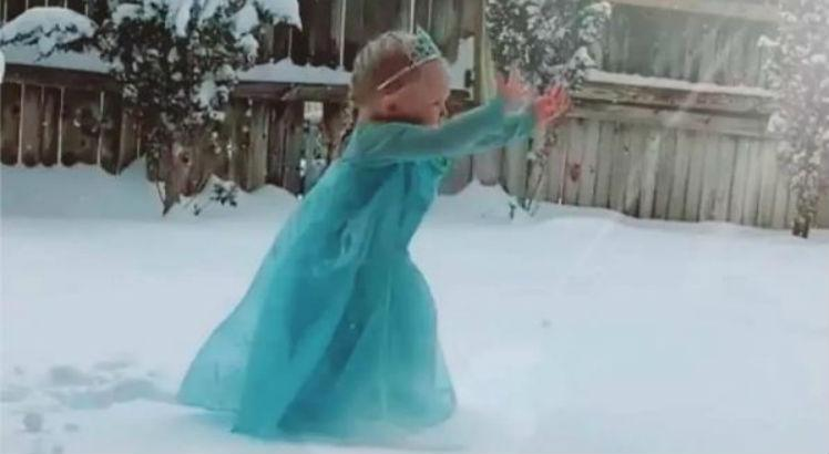 neve frozen 2 748 - Garotinha canta música de 'Frozen' ao ver neve pela primeira vez e viraliza; VEJA VÍDEO