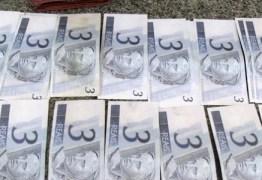 Jovem preso por falsificação paga fiança com notas falsas