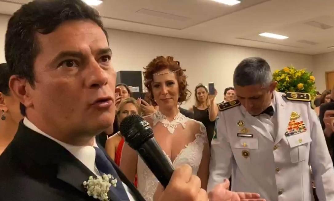 xmoro.jpg.pagespeed.ic .zfomlT0pFs - Moro discursa e dança valsa no casamento da deputada federal Carla Zambelli