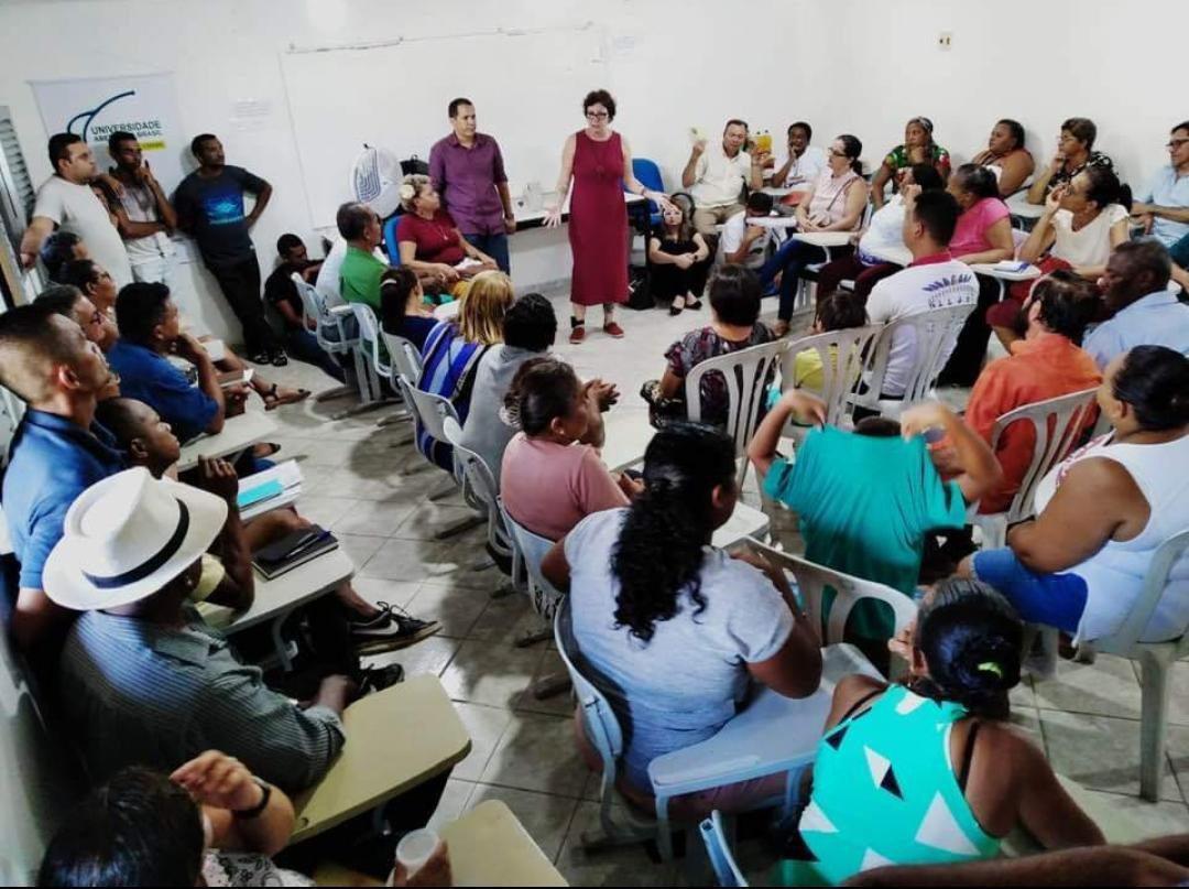 028ce128 75d3 4e62 956d a9bac4e1d528 - 'MESMO DE TORNOZELEIRA, EU TENHO ASAS': Márcia Lucena comparece em reunião e recebe apoio de lideranças comunitárias