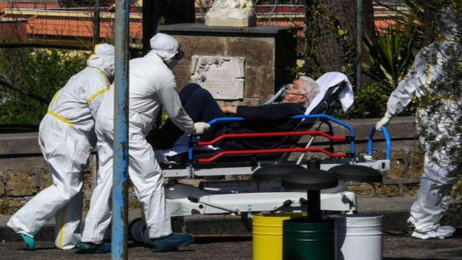 11137422551979714 - 5,5 MORTES REGISTRADAS: A campanha na Itália para que pacientes terminais com coronavírus possam dizer adeus a familiares