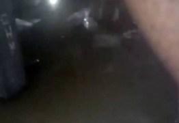 Presos filmam celas alagadas após fortes chuvas e divulgam usando redes sociais – VEJA VÍDEO