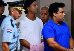 Na prisão, Ronaldinho comemora 40 anos quase esquecido