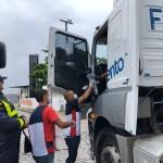 """61aa88cb d066 4c92 879b 2541044f2e4a - PRF participa da campanha """"Siga em frente, caminhoneiro"""" com três pontos de arrecadação e distribuição de refeições e material de higiene"""