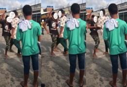 Adolescente esfaqueia colega após briga em escola – VEJA VÍDEO
