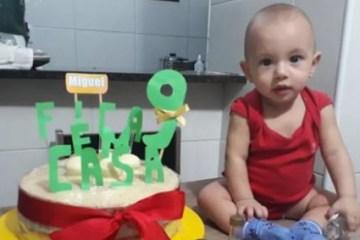 QUARENTENA: Bebê ganha festa de aniversário com tema 'Fique em casa'
