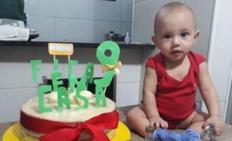 Capturar 69 - QUARENTENA: Bebê ganha festa de aniversário com tema 'Fique em casa'