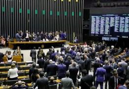 Câmara aprova R$ 600 por mês para trabalhadores durante a crise; saiba se tem direito