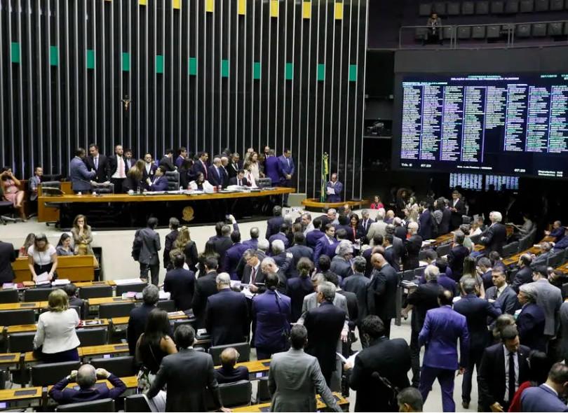 Capturar 71 - Câmara aprova R$ 600 por mês para para trabalhadores durante a crise; saiba se tem direito