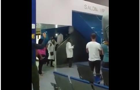 Capturarkk - Médicos cubanos são aplaudidos ao desembarcarem na Itália para combater o coronavírus - VEJA VÍDEO