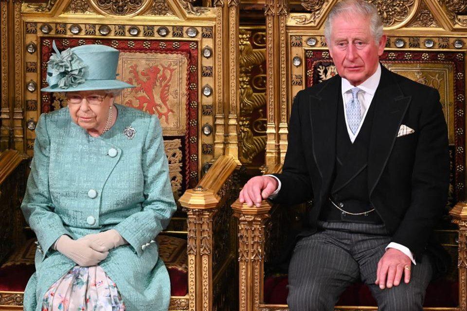 CORONAVÍRUS EM BUCKINGHAM: Herdeiro do trono inglês testa positivo para COVID-19