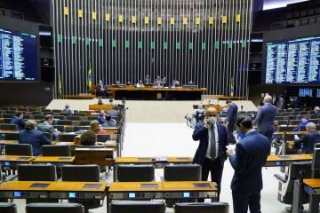 Câmara dos Deputados vai cortar R$ 150 milhões em despesas com passagens aéreas e horas-extras