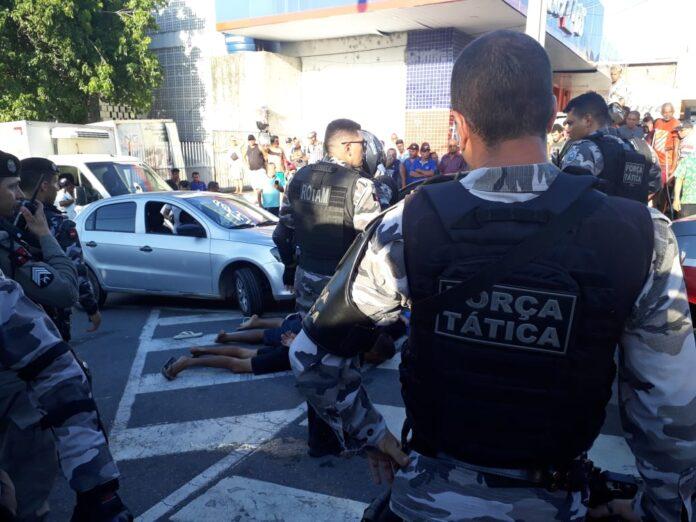 WhatsApp Image 2020 03 02 at 17.07.58 696x522 1 - TIROS NO MERCADO CENTRAL: Grupo de suspeitos é rendido e termina com dois baleados após troca tiros com PMs