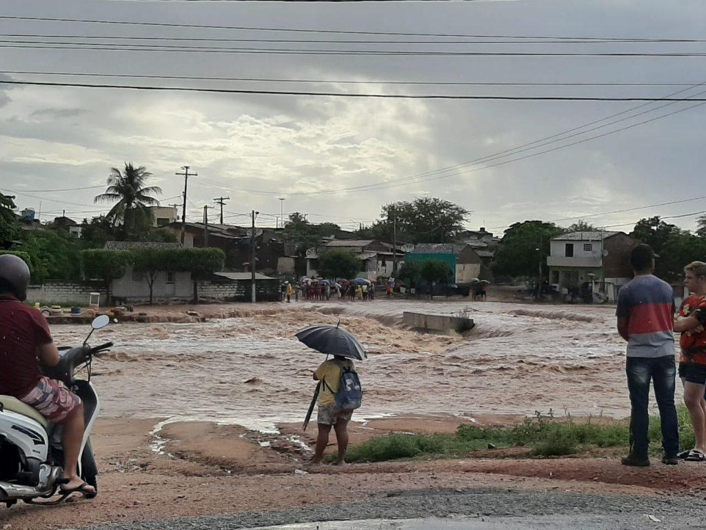 WhatsApp Image 2020 03 23 at 07.17.24 1 1024x768 1 - TUDO ALAGADO: chuva forte causa estragos em cidade sertaneja - VEJA IMAGENS