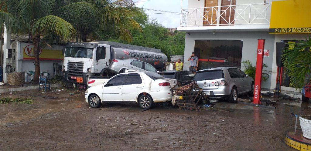 WhatsApp Image 2020 03 23 at 08.19.48 1024x498 1 - TUDO ALAGADO: chuva forte causa estragos em cidade sertaneja - VEJA IMAGENS