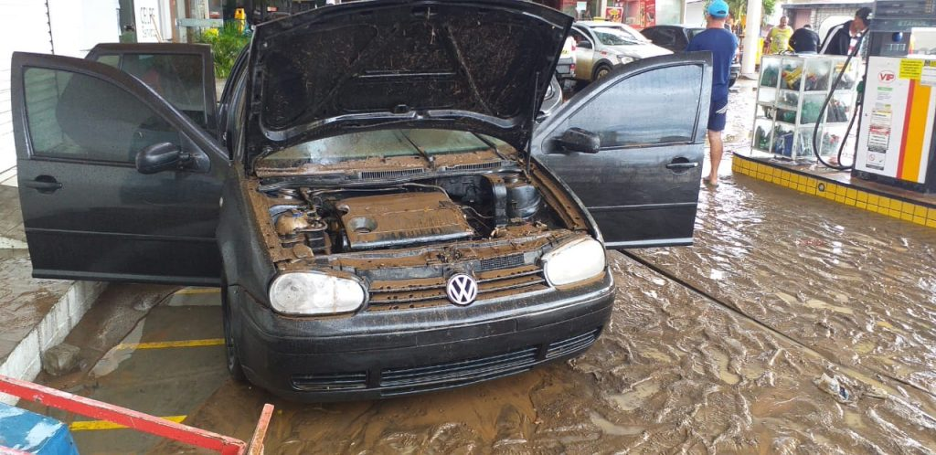 WhatsApp Image 2020 03 23 at 08.19.50 1024x498 1 - TUDO ALAGADO: chuva forte causa estragos em cidade sertaneja - VEJA IMAGENS