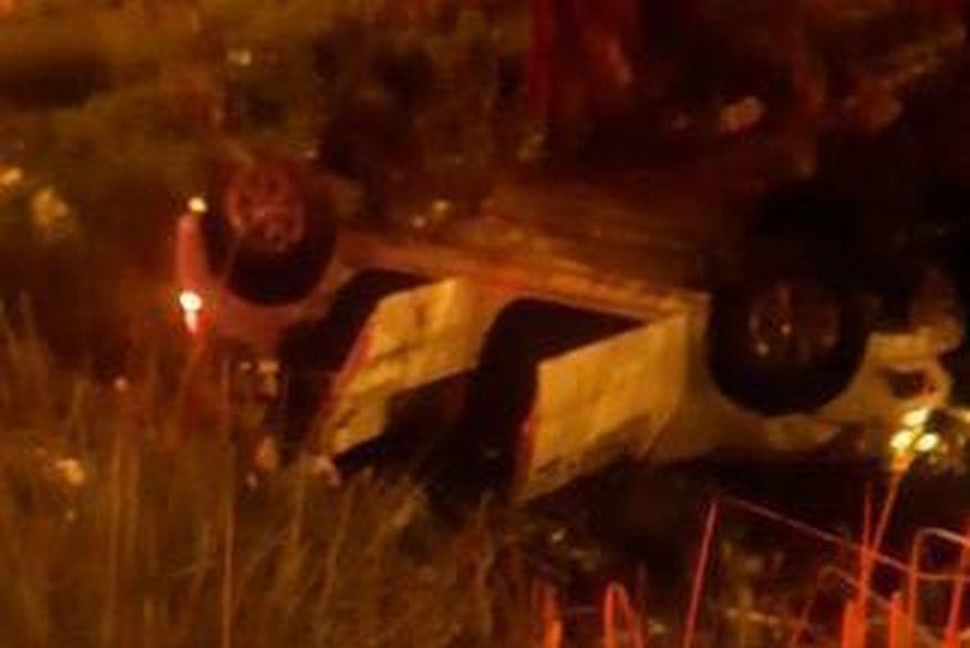 acidente proximo ao unipe - Motorista perde controle e carro capota na BR-230 em João Pessoa
