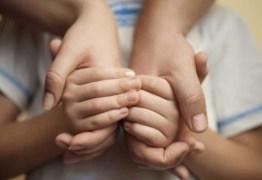Pais adotivos terão que pagar 100 salários mínimos por desistência da adoção de duas crianças
