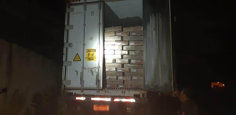 carga em caminhao roubado - Quadrilha é presa após render motorista e roubar caminhão carregado, na Paraíba