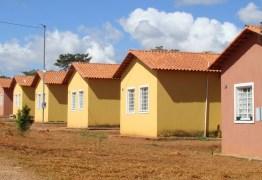 João Azevêdo sanciona lei para construir casas destinadas a pessoas de baixa renda