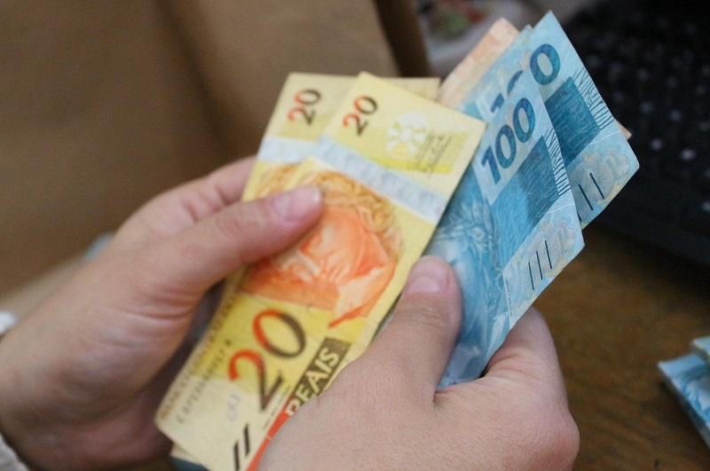 dinheiro economia - CORONAVOUCHER: Saque em dinheiro do auxílio emergencial começa hoje