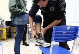 Dívida milionária do governo pode interromper serviço de tornozeleiras no Rio