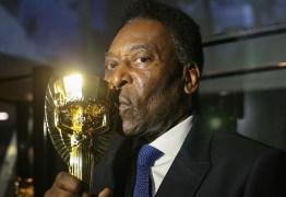 Pelé abre o jogo sobre uso de andador e brinca: 'Só não dá para dar bicicleta'