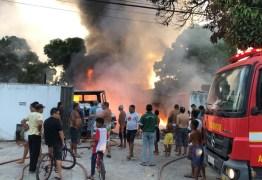 Incêndio destrói depósito de banheiros químicos em João Pessoa