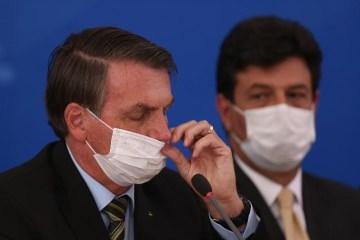 o presidente jair bolsonaro e o ministro da saude luiz henrique mandetta usam mascaras em coletiva sobre o coronavirus no brasil 1584556484196 v2 900x506 - AINDA HOJE: Bolsonaro decide demitir Mandetta do Ministério da Saúde