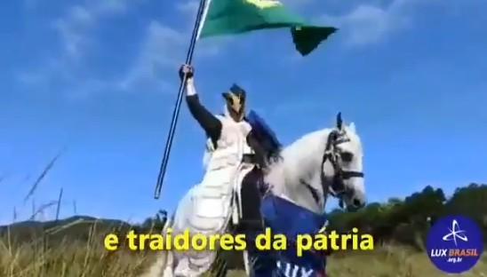 patriotas brasil - Grupo bolsonarista vira piada ao convocar ato com cavaleiro medieval: VEJA VÍDEO