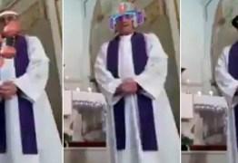 Padre transmite missa pelo Facebook, mas esquece filtros ativados; VEJA VÍDEO