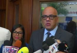 Venezuela decreta estado de sítio na fronteira com a Colômbia