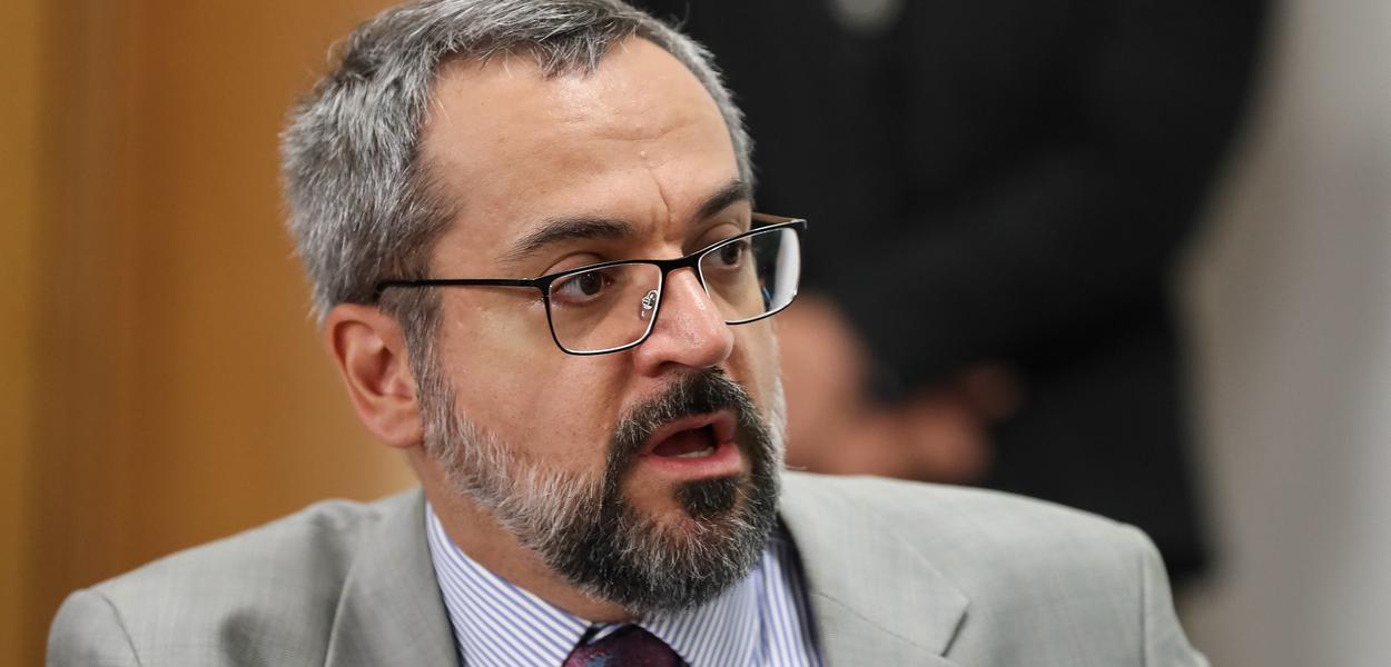2020030608034 b1ebf913 6e33 489a b2b8 9ba9a3276af2 - Ministro da Educação usa redes sociais para atacar Dória, ' Um governador não deve oprimir ou mentir'