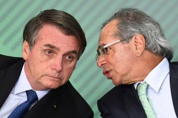 82842079 FILES In this file picture taken on January 12 2019 Brazilian President Jair Bolsonaro 1 - COVID-19: Governo anuncia pacote de R$ 200 bilhões para saúde e empregos