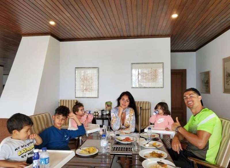 BB12wWlY - Cristiano Ronaldo compartilha momento em família durante quarentena
