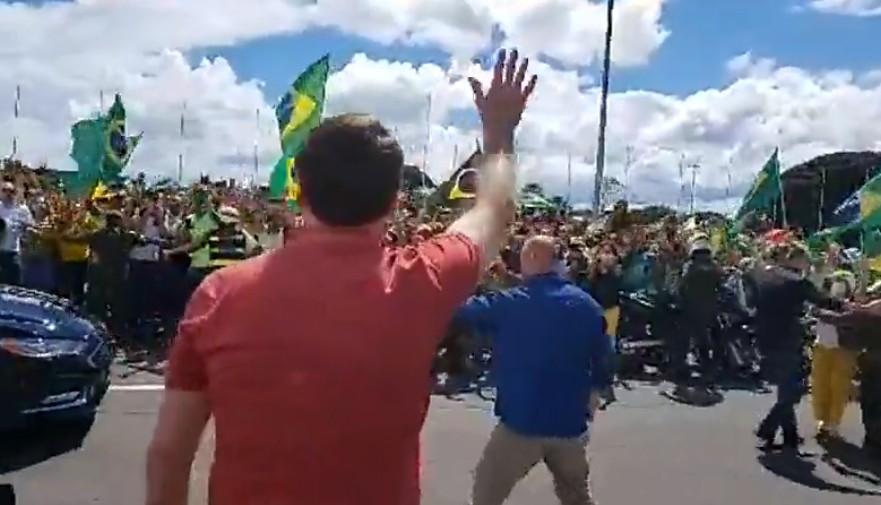 Bolsonaro 3 - Bolsonaro participa de ato em Brasília em frente a QG do Exército: 'Acabou a patifaria'; VEJA VÍDEO