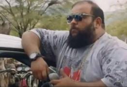 Elenco de 'Bacurau' recria cena do filme e manda recado: 'Fica em casa'; VEJA VÍDEO