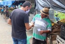 Comerciantes da feira livre e mercado público de Conde recebem máscaras para proteção do coronavírus