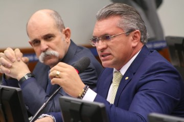 Câmara aprova projeto do Deputado Julian Lemos que suspende cadastro negativo durante calamidade