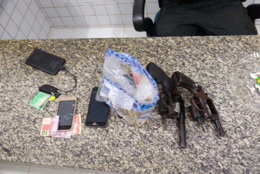armas - Polícia Militar prende líder de facção criminosa de Catolé do Rocha e apreende armas e munição