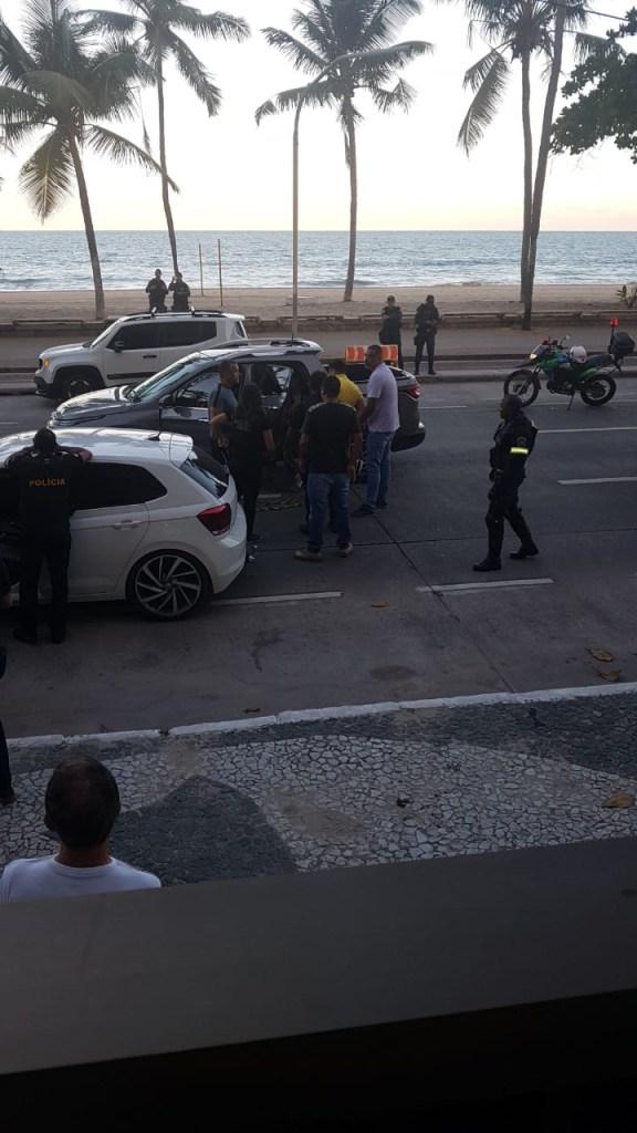 b91ed8fb b453 4c00 b354 c892ef561884 576x1024 - CRIME ESCLARECIDO: Polícia prende dois suspeitos em uma padaria no Recife; um menor atirou em Levi Borges - VEJA FOTOS DA PRISÃO