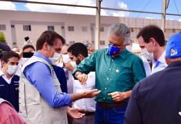 Com Mandetta, Caiado e Bolsonaro se reencontram em obra de hospital de campanha de Águas Lindas